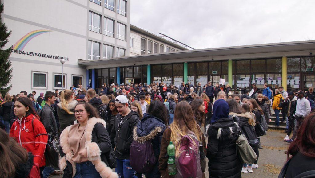 190326 Demo zum Rathaus (2)-min