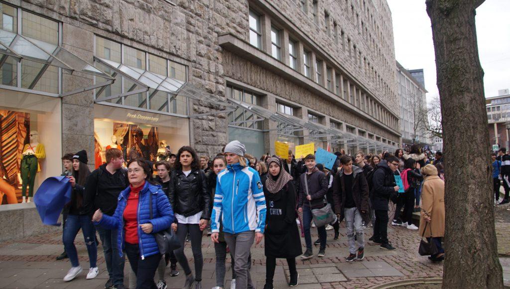 190326 Demo zum Rathaus (34)-min